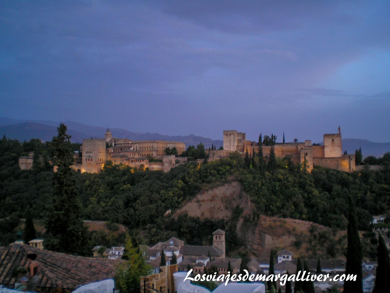 la alhambra de noche en Granadad, 7 viajes románticos para San Valentín - Los viajes de Margalliver